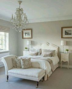 Small Master Bedroom Ideas for Couples Decor. The ideas presented in this article will be of great use while you are preparing to decorate a master bedroom, especially if you have a small master bedroom. White Bedroom Furniture, Home Decor Bedroom, Bedroom Interiors, Budget Bedroom, Bedroom 2018, Diy Bedroom, Bedroom Sets, Design Bedroom, Bedroom Storage