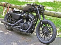 Harley Davidson: Iron 883 custom by Rough Crafts