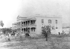 This is an undated photo of the original Queen's Hospital. The cornerstone was laid in Hawaiian Goddess, Hawaii Pictures, Vintage Hawaii, Back In The Day, Historical Photos, Maui, Alaska, History, House Styles