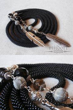 #beadcrochet #lariat #black #stones #feathers Black Stones, Bead Crochet, Beadwork, Feathers, Beaded Jewelry, Stitch, Beads, Fashion, Schmuck