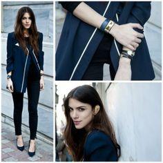 Abrigo azul marino, pantalones negros