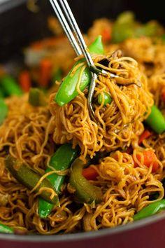 ramen noodles with sugar snap peas, carrots, and bell pepper Vegan Stir Fry Noodles, Ramen Noodles, Veggie Fries, Veggie Stir Fry, Ramen Noodle Flavors, Noodle Recipes, Ramen Recipes, Yummy Recipes, Chicken Recipes
