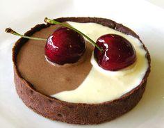 Google Image Result for http://www.lemonmeringue.com/images/im_desserts/two_tone_chocolate_mousse.jpg