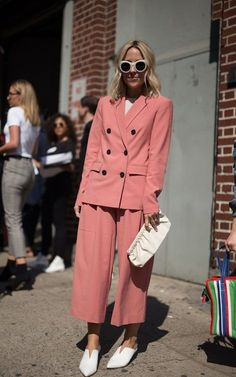 New York Fashion Week - Street Style - Day 1 Fashion Mode, Suit Fashion, Fashion Week, New York Fashion, Look Fashion, Korean Fashion, Cheap Fashion, Fashion Dresses, Looks Street Style