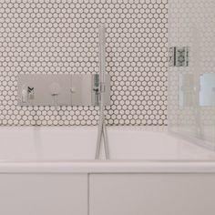 Elegancka bateria firmy Paffoni, wannowo/prysznicowa w kolorze stali szczotkowanej, nadaje wnętrzu niepowtarzalny charakter i zachwyca nowoczesną formą. Na zdjęciu przedstawiamy Państwu realizację firmy Kokon Studio, z którą współpracujemy. Cena produktu wynosi: 2120 zł Alcove, Bathtub, Bathroom, Standing Bath, Washroom, Bath Tub, Bathrooms, Bathtubs, Bath