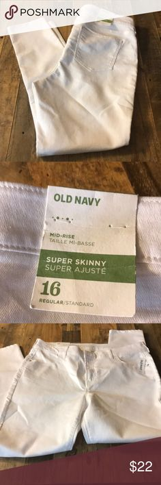 🛍 Old Navy White Super Skinny Stretch Jeans These are brand new, never worn super skinny regular length white Stretch Jeans Old Navy Jeans Skinny
