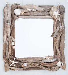 Beach crafts: Sea shells and drift wood. Driftwood and sea shell mirror. Driftwood Frame, Driftwood Projects, Driftwood Ideas, Seashell Art, Seashell Crafts, Seashell Mobile, Seashell Frame, Mermaid Crafts, Spiegel Design