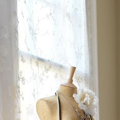 4-ideas-for-vintage-bedroom-Hang-lace-curtain