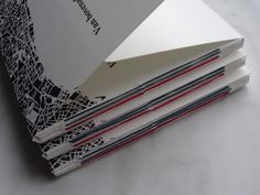 Van bovenaf, die nieuwe titel van het door Bob Bakker Makelaardij uitgegeven boekwerkje van Bert Bevers en Ron Scherpenisse. Van bovenaf bevat de drie gedichten: In wijken wonen wij, In straten wonen wijen In huizen wonen wij. Deze uitgave is verschenen in een oplage van 185 exemplaren. December 2015.