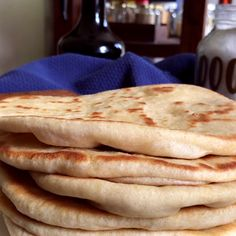 Pita Bread Greek Style - Flat Bread for Souvlaki and Gyros - CUKit! Pain Pizza, Bread Recipes, Cooking Recipes, Tasty Videos, Pan Bread, Artisan Bread, Dinner Rolls, Creative Food, I Foods