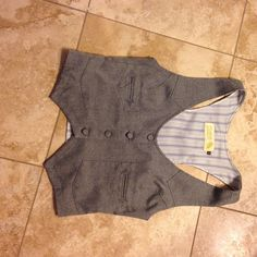 Vest Gray with a little bit of black. It has 2 pockets in front. Dry clean only. dittos Other