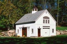 "x Carriage Barn ""Bank Barn"" (Pound Ridge NY) - house and flat decorations Garage House, Carriage House Garage, Dream Garage, Semarang, Porsche Garage, Plan Garage, Garage Ideas, Bank Barn, Barn Kits"