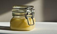 Ghí, aneb přepuštěné máslo | KITCHENETTE Raw Milk, Paleo Whole 30, Kitchenette, Kitchen Hacks, Tofu, Preserves, Cooking Tips, Butter, Homemade