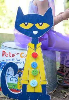 Make Pete the Cat and His Four Groovy Buttons - Meri Cherry Literacy Bags, Activities For Kids, Kitty Party, Cat Crafts, Book Crafts, Dragon Crafts, Horse Crafts, Pete The Cat Buttons, Cinco De Mayo