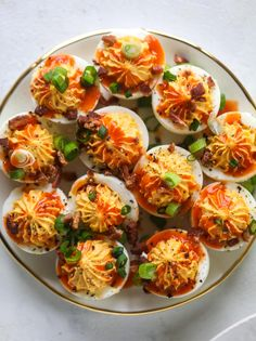Buffalo deviled eggs are kicked-up deviled eggs! Made with goat cheese filling and served with buffalo wing sauce, crispy bacon and sliced scallions. Buffalo Deviled Eggs - Bacon Buffalo Deviled Eggs with Goat Cheese Fingerfood Recipes, Appetizer Recipes, Appetizers, Delicious Deviled Egg Recipe, Deviled Eggs Recipe, Sriracha Deviled Eggs, Bacon Egg, Egg Recipes, Bacon Recipes