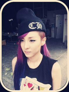 2NE1′s Dara is confused about her hair?