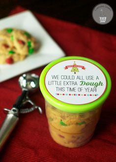 Cookie Dough Christmas Neighbor Gift with FREE Printable Tag from @cupcakediaries