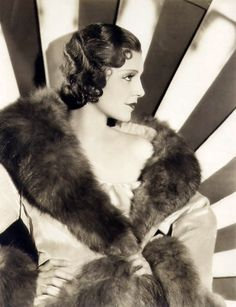 A big round fluffy collar and a fairly thin fabric on the coat? Sign me up! || Peggy Shannon. 1930's