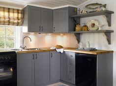 Hytta -vårt andre hjem - Happy Homes Norge Cabin Design, House Design, Timber House, Window Coverings, Scandinavian Design, Kitchen Cabinets, Cottage, Flooring, Homes