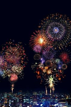 Fireworks combine art and science. Learn the chemistry behind firework colors, including the mechanisms of color production and a table of colorants. Happy 4 Of July, Fourth Of July, Happy New Year, 5th November, Chemistry Of Fireworks, Fogo Gif, Firework Colors, Firework Nails, Digital Paintings