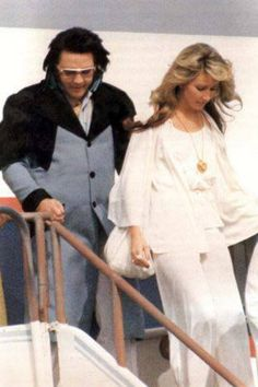 Elvis and Linda+++++++++++++ Hated her!