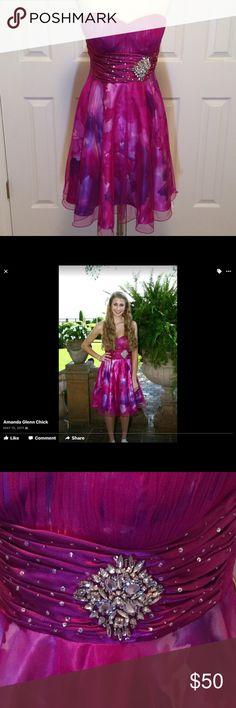 "Cache strapless beautiful prom dress Cache strapless beautiful dress, size 6 EUC 32"" bust, 28"" long, built in bra.  Questions??? Please ask Cache Dresses Mini"