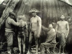 Men preparing for the ritual phallic. Photo of Martin Gusinde, Arte Tribal, Tribal Art, Latina, Australian Aboriginals, Melbourne Museum, Historical Images, Native American Indians, Chile, Body Painting