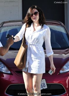 Rose Mcgowan  looks flawless as she leaves the Meche Salon in Beverly Hills after a cut and blow dry http://icelebz.com/events/rose_mcgowan_looks_flawless_as_she_leaves_the_meche_salon_in_beverly_hills_after_a_cut_and_blow_dry/photo5.html