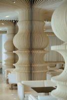 Columnas en forma de piezas  de ajedrez #CulturaDeco #VivesAzulejosyGres  l #ajedrez #PiezasAjedrez l #Chess #Chesspieces (Graffiti Cafe, Bulgaria by studiomode.eu)
