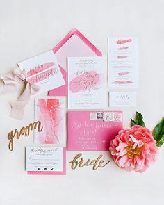 水彩絵の具のような優しいピンクがおしゃれな招待状♡参考にしたい春の結婚式の招待状一覧♪