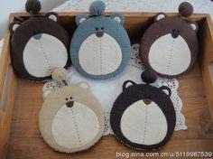 木以夏秋_新浪博客 Cute Sewing Projects, Diy Projects To Try, Animal Shaped Foods, Felt Crafts, Diy And Crafts, Wood Badge, Kawaii Plush, Quilted Gifts, Felt Owls