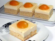 Spiegeleikuchen Rezept: Saftiger Blechkuchen mit cremigem Vanille-Belag