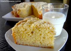 This looks so good! It's made with our GF Baking Mix. ~ Banana Crubmle Cake (gluten free) from Mia's Domain