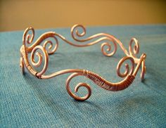 The armlet was made with copper and measures 10.5 inches long and is expandable to fit most sizes.