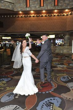 Receptiondinner location possibility canaletto las vegas wedding vegas weddings are so fun the chapel at excalibur fandeluxe Document