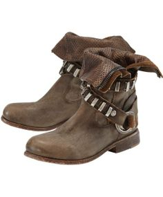 NYLO Stiefelettte. Is it just me or do these look Chewbacca inspired?