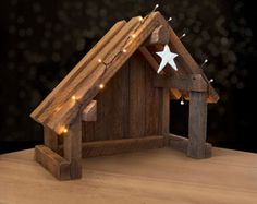 Nativity Creche Stable with Slant Roof Reclaimed Barn Wood for Willow Tree Krippe Krippe Stall mit Neigung Dach von SilverHollyLLC auf Etsy Nativity Stable, Nativity Creche, Nativity Scenes, Christmas Projects, Holiday Crafts, Wood Projects, Woodworking Projects, Woodworking Hacks, Woodworking Machinery