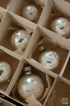 Brocante christmas ornaments / Kerstballen -  https://www.facebook.com/metdefranseslag