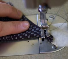 Sewing Techniques Couture pattern ~ scissors ~ cloth: Tricks of the Trade - lots of good instructions Sewing Hacks, Sewing Tutorials, Sewing Crafts, Sewing Projects, Sewing Patterns, Sewing Tips, Sewing Designs, Sewing Stitches, Sewing Ideas