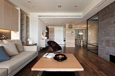 salón moderno con suelo de madera laminada