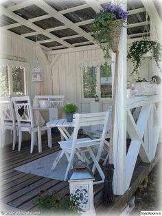 terassi,oleskelutila,patio,vaalea,romanttinen,tunnelmallinen,kesä,ulkokalusteet,koriste-esineet,valkoinen,puu