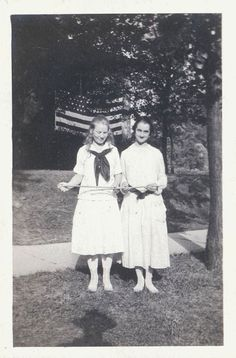 vintage photo Girls with American Flag