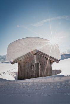 Ein weißer Mantel legt sich über die Welt, wenn der Winter sie in seinen Händen hält