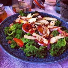 Sallad på grönkål, apelsin och äpple Sprouts, Meat, Chicken, Vegetables, Food, Tips, Advice, Veggies, Vegetable Recipes