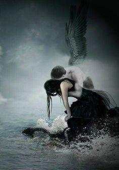 """"""" … e se amare è un reato tu condannami pure perché è il mio unico peccato …"""""""