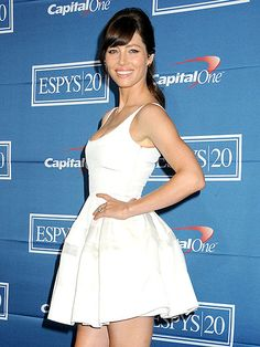 After dishing about her wedding plans, bride-to-be Jessica Biel shows off her engagement ring Wednesday in Los Angeles, where she presented the best breakthrough athlete honor at the ESPY Awards. http://www.people.com/people/gallery/0,,20611141,00.html#