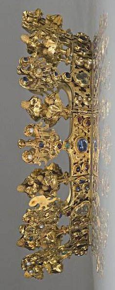 Golden crown from the Środa treasure found in 1985 during renovation works in Środa Śląska, Poland.   http://daniel-s-crowns.blogspot.com/2012/06/albania-28-serbia-29-hungary-30-poland.html