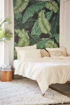 I need this banana Leaf Tapestry by urban outfitters in my life (or my bedroom) right about now. Love the bright green color that pops. Especially if I matched it with some other green decor and touches of pink all around my pretty white bedroom. Tropical Bedrooms, Tropical Home Decor, Tropical Interior, Tropical Rugs, Green Bedrooms, Tropical Furniture, Modern Bedrooms, Tropical Colors, Modern Bedding