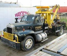 Mack B 61 classic wrecker Old Mack Trucks, Big Rig Trucks, New Trucks, Custom Trucks, Mack Attack, Towing And Recovery, Vintage Trucks, Vintage Auto, Old Tractors