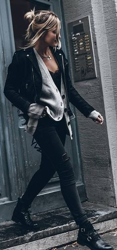 / Black Leather Jacket + Wool Cardigan + Ripped Skinny Jeans + Leather Booties All Black Outfits Mode Outfits, Winter Outfits, Casual Outfits, Fashion Outfits, Black Jeans Outfit Winter, Black Outfit Grunge, Black Booties Outfit, Black Leather Jacket Outfit, Black Outfits